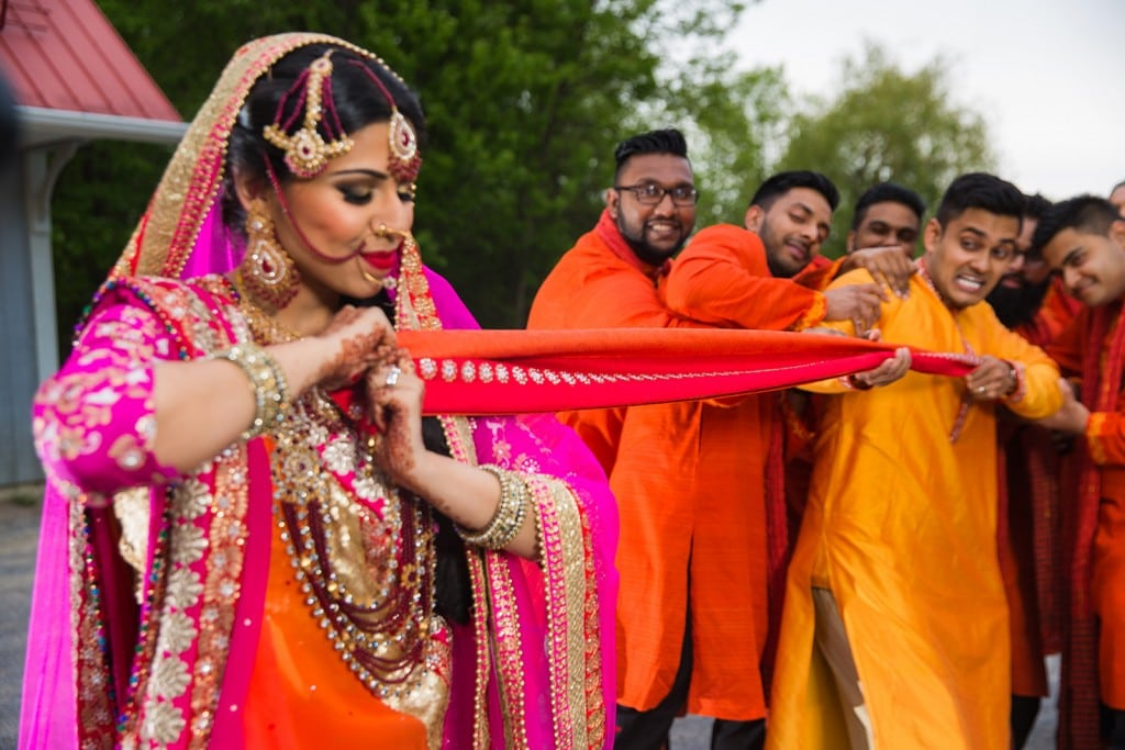 This Bangla couple kept tradition alive in their haldi and sangeet ceremonies. (36)