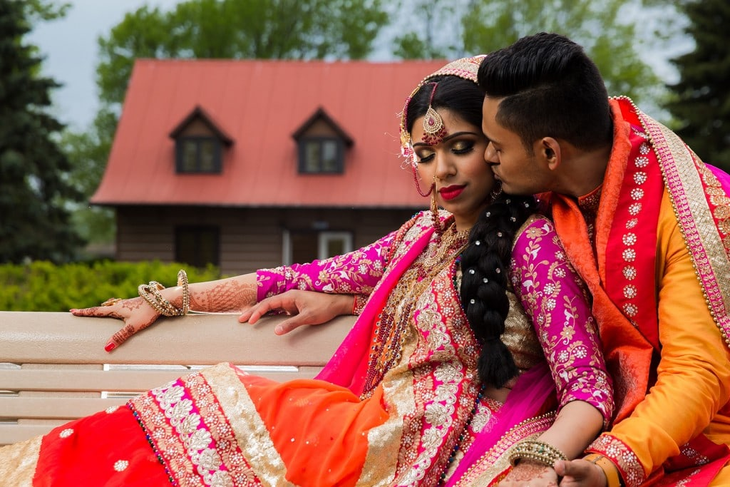 This Bangla couple kept tradition alive in their haldi and sangeet ceremonies. (30)