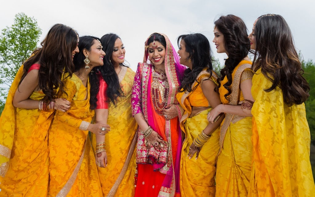 This Bangla couple kept tradition alive in their haldi and sangeet ceremonies. (24)