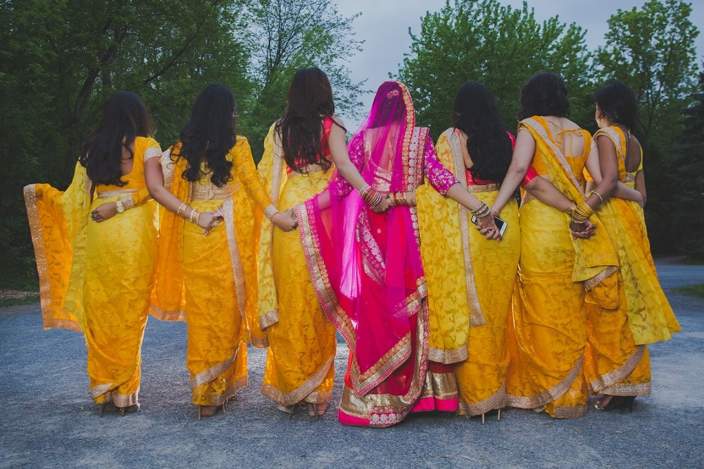 This Bangla couple kept tradition alive in their haldi and sangeet ceremonies. (20)