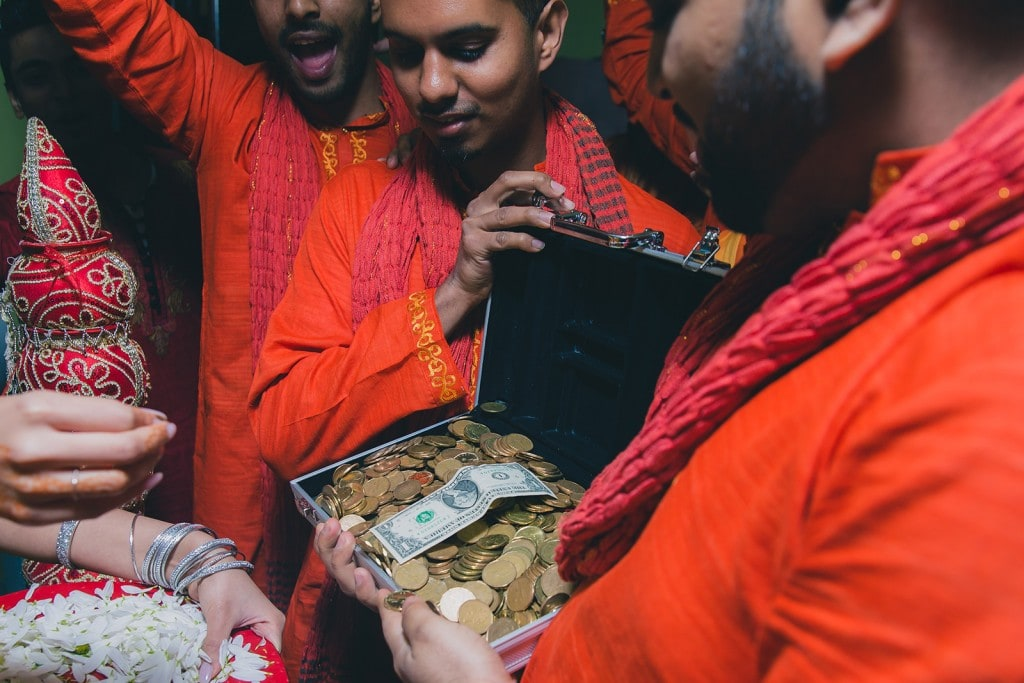 This Bangla couple kept tradition alive in their haldi and sangeet ceremonies. (19)