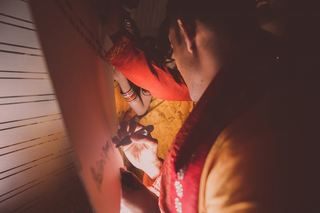 This Bangla couple kept tradition alive in their haldi and sangeet ceremonies. (16)