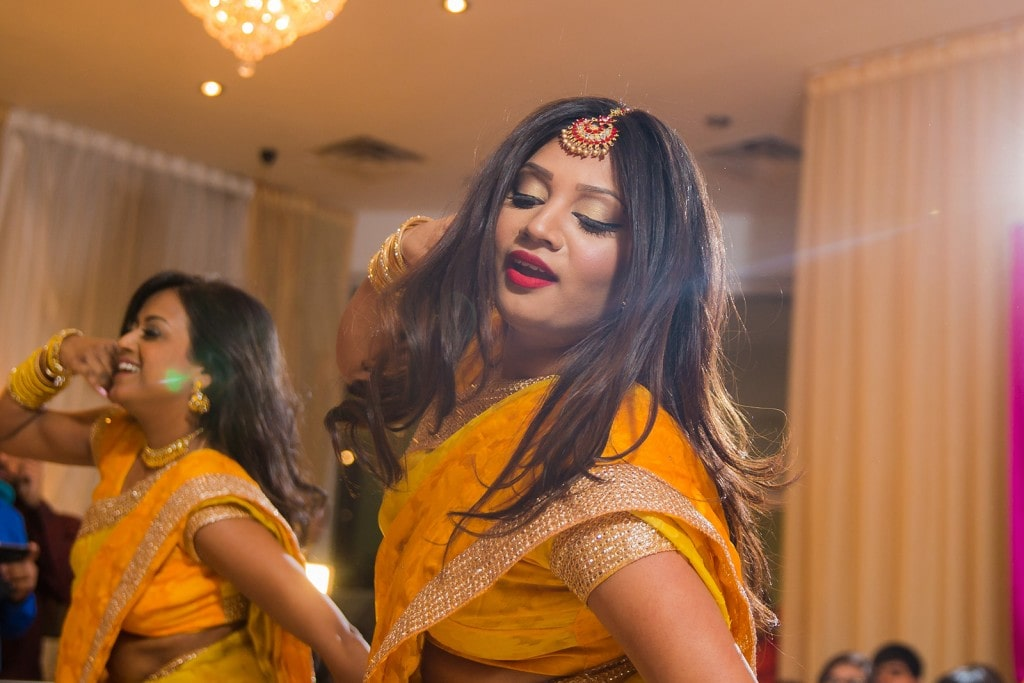 This Bangla couple kept tradition alive in their haldi and sangeet ceremonies. (10)
