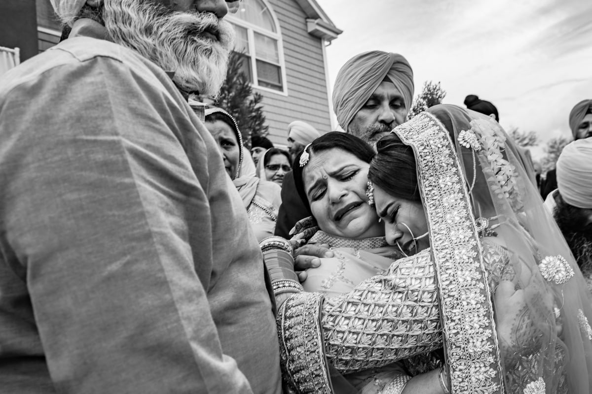 Indian bride emotional moment at her doli