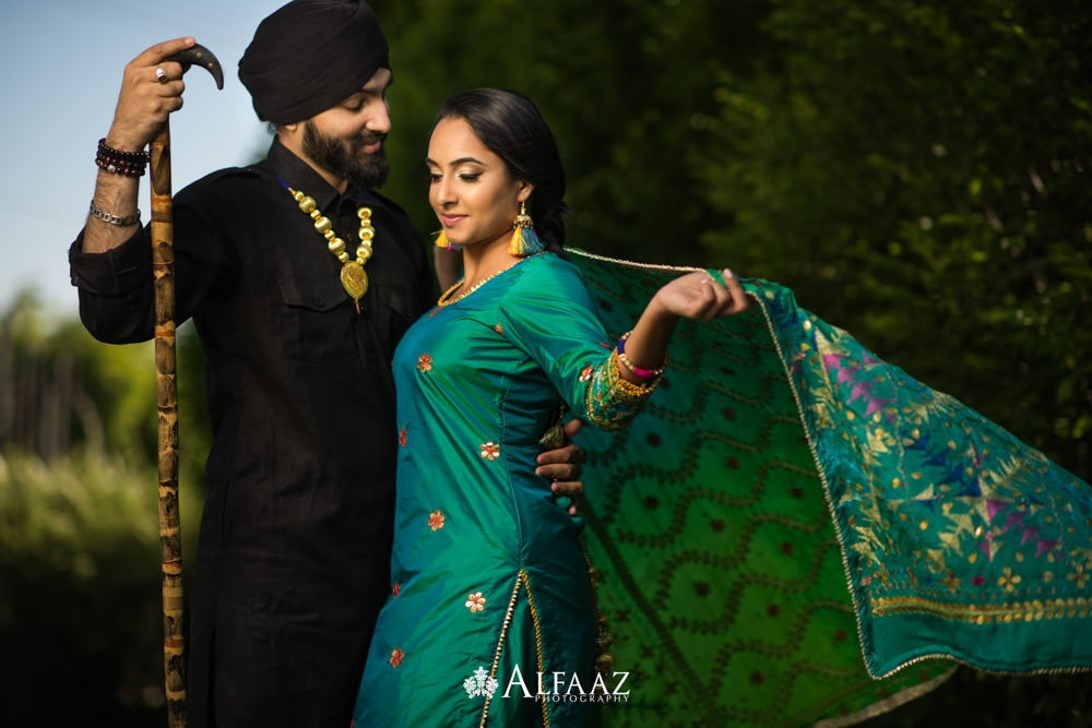Punjabi-style-engagement-shoot