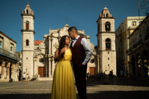 Engagement photoshoot in Havana, Cuba